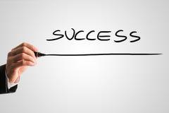 De mens die het woord - SUCCES schrijven - met een zwarte markeerstift van is Royalty-vrije Stock Afbeelding