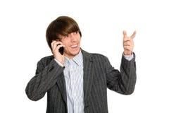 De mens die van de effectenmakelaar op mobiel spreekt royalty-vrije stock afbeeldingen