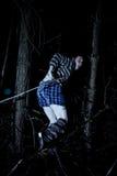 De mens die van Roped in duisternis loopt Royalty-vrije Stock Afbeelding