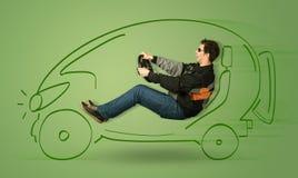 De mens drijft een eco friendy elektrische hand getrokken auto royalty-vrije stock fotografie
