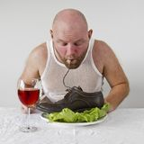 De mens eet Schoenen stock afbeeldingen