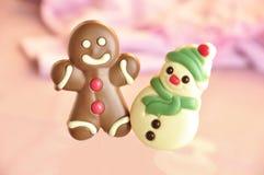 De mens en de sneeuwman van de peperkoek stock foto