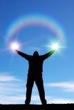 De mens en de zonneschijn van Silhouett eof Royalty-vrije Stock Afbeelding