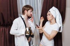 De mens en het meisje gaan naar partij Royalty-vrije Stock Afbeelding
