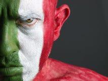 De mens en zijn gezicht schilderden met de vlag van Italië Royalty-vrije Stock Foto