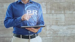 De mens gebruikt hologram met tekst PR stock footage