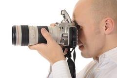 De mens houdt een camera stock afbeelding