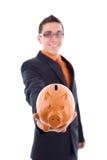 De mens houdt een spaarvarken Stock Foto