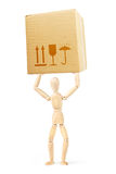 De mens houdt grote kartondoos over zijn hoofd Royalty-vrije Stock Foto