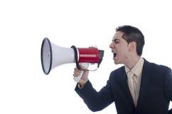 De mens kleedde zich in kostuum en band schreeuwend door megafoon Stock Fotografie