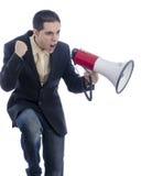 De mens kleedde zich in kostuum en band schreeuwend door megafoon stock foto