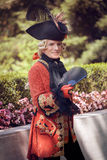De mens kleedde zich in victorian kleren stock afbeeldingen
