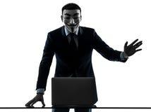 De mens maskeerde anonieme groepslid gegevensverwerkingscomputer groetend Si Stock Fotografie
