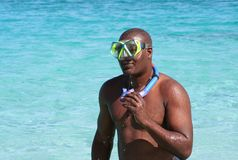 De mens met snorkelt toestel Royalty-vrije Stock Foto's
