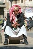 De mens met traditioneel kleedt zich in Sana op Yemen Royalty-vrije Stock Foto's