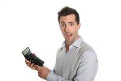 De mens met verrast kijkt houdend een calculator Royalty-vrije Stock Afbeeldingen