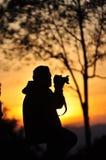 De mens neemt foto op suset stock fotografie