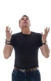 De mens op middelbare leeftijd draagt zwarte t-shirt Hij dankt omhoog en kijkt royalty-vrije stock foto's