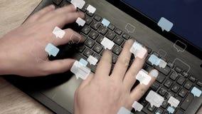 De mens overhandigt snel het typen berichten op laptop vector illustratie
