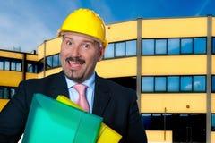 De volwassen mens draagt een beschermende helm Stock Foto