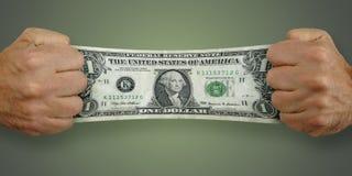 De mens rekt een $1 dollarrekening uit Stock Afbeelding