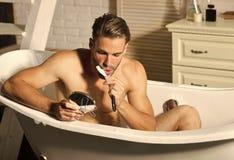 De mens scheert Hygiëne, gezondheid, het verzorgen stock fotografie