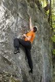 De mens is sport het beklimmen Stock Foto's