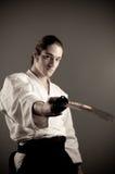De mens van Aikido met een katana (zwaard) Royalty-vrije Stock Foto's