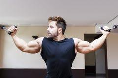 De mens van Bodybuilding Stock Afbeeldingen