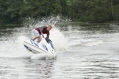 De Mens van de actiefoto op seadoo Jet Ski Tricks Royalty-vrije Stock Afbeelding