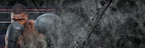 De mens van de bokservechter met donkere grungeovergang Stock Afbeeldingen
