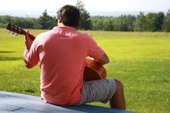 De Mens van de gitaar Royalty-vrije Stock Afbeeldingen