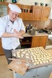 De mens van de kok in keuken Royalty-vrije Stock Afbeelding