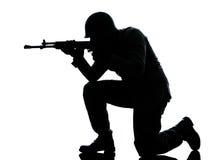 De mens van de legermilitair het schieten Royalty-vrije Stock Foto's