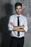 De Mens van de manier in Overhemd en Band Stock Afbeelding