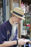 De mens van de palmlezer royalty-vrije stock foto