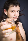 De mens van de vriendschap met glas Stock Afbeeldingen