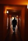 De mens van het silhouet in zaal Stock Afbeelding