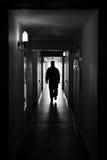 De mens van het silhouet in zaal Stock Foto's