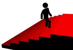 De mens van het symbool beklimt tot bovenkant van rode tapijttreden Stock Foto