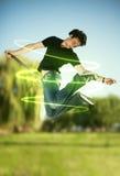 De mens van Jumpinf met energiestralen Stock Afbeeldingen