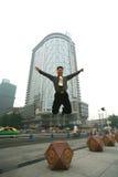 De mens van Jumpping stock foto's