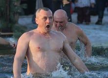 De mens zwemt Royalty-vrije Stock Afbeeldingen