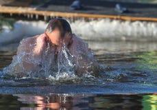 De mens zwemt Royalty-vrije Stock Fotografie