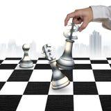 De menselijke schaakstukken van het de muntsymbool van het hand speelgeld Stock Foto's