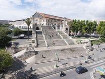 De mensen beklimmen de treden aan het station van Marseille heilige-Charles royalty-vrije stock afbeeldingen