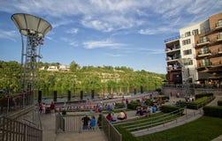 De mensen bezoeken Branson Landend in Missouri van de binnenstad Stock Foto's