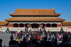 De mensen bezoeken het Keizerpaleis stock fotografie
