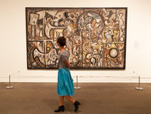 De mensen bezoeken Metropolitaans Museum van Kunst in New York Stock Foto's