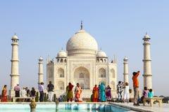 De mensen bezoeken Taj Mahal in Agra, royalty-vrije stock fotografie